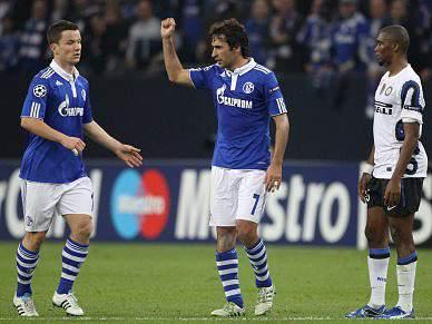 Schalke e Manchester abrem 'meias'