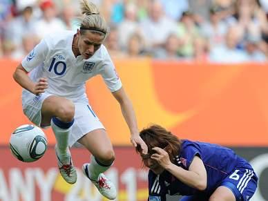 Inglaterra avança para os