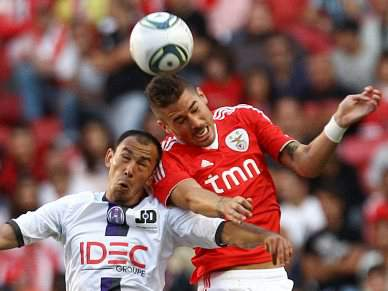 Benfica domina, mas ainda não marca