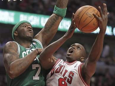 Rose conduz Bulls a triunfo sobre Celtics