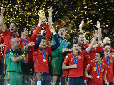 FIFA multa Espanha e Holanda