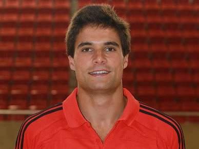 Nuno Roque renova com o Benfica