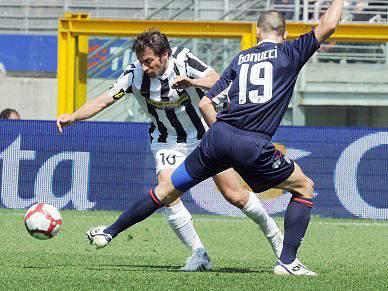 Juventus vence Bari e sobe ao sexto lugar