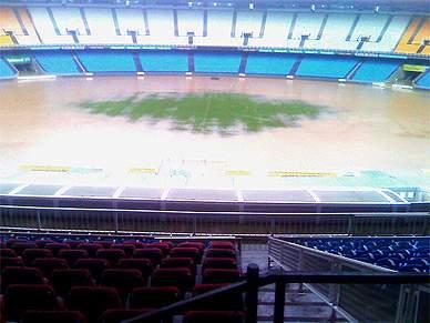 Estádio do Maracanã arrasado pela chuva