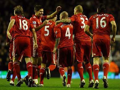 Meireles e Suárez dão vitória ao Liverpool