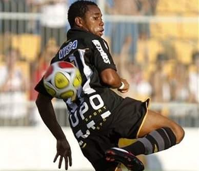 Robinho diz que gostaria de continuar no Santos