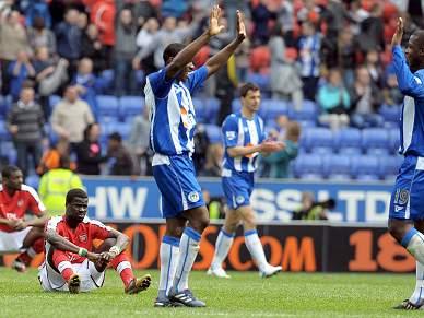 Arsenal perde com Wigan 3-2
