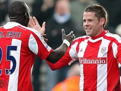 Burnley e Stoke City empatam em jogo em atraso