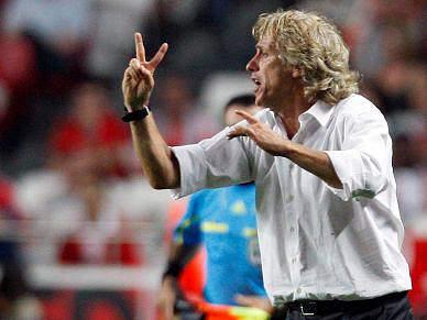 Jesus implacável no campeonato, Paulo Sérgio em vantagem nas taças