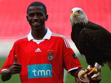 Di María e Ramires fazem emergir um Benfica lucrativo