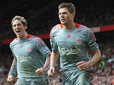 Gerrard e Torres firmes no Liverpool