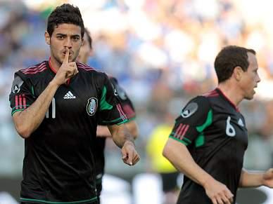 México bate campeã Itália