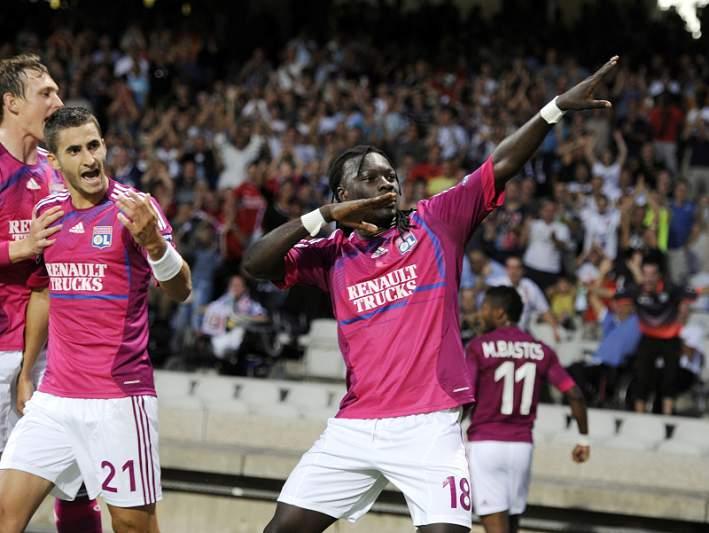 Lyon dá a volta frente ao Lille na Taça da Liga