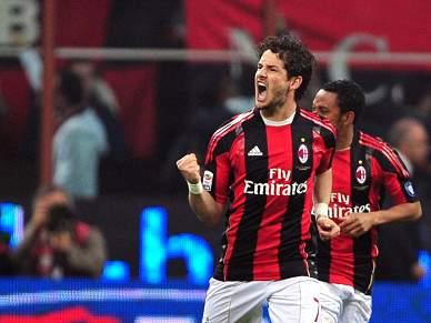 AC Milan bate o campeão Inter por 3-0 e reforça liderança