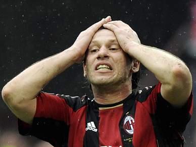 Líder AC Milan empata em casa com o último classificado da Liga