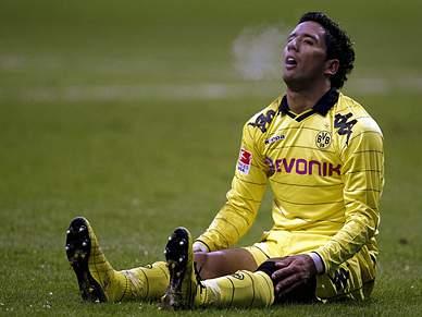 Líder Dortmund perde em Frankfurt