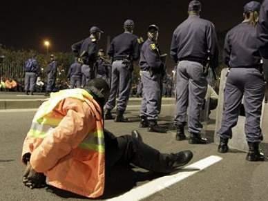 Polícia disparou balas de borracha para dispersar manifestações de seguranças