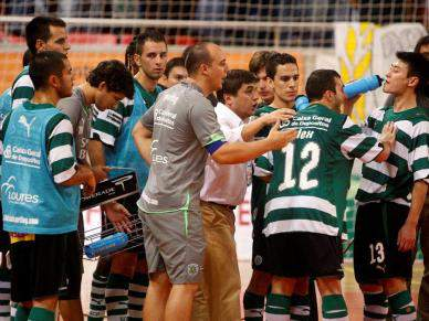 Sporting vence Instituto e defronta Benfica a final