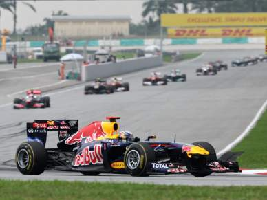 Vettel com a concorrência de Webber e Hamilton