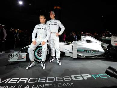 Schumacher continua na Mercedes