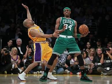 Boston Celtics batem Lakers