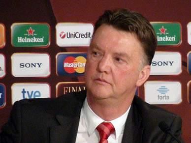 Van Gaal dá os parabéns a Mourinho