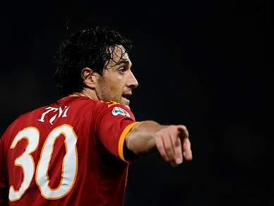 Luca Toni emocionado com apoio dos 'tiffosi' romanos