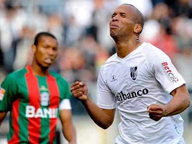 Guimarães continua perto da Liga Europa