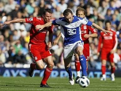 Liverpool empata na estreia de Raul Meireles