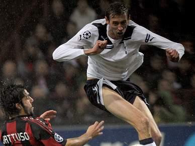 Crouch faz tremer Milão