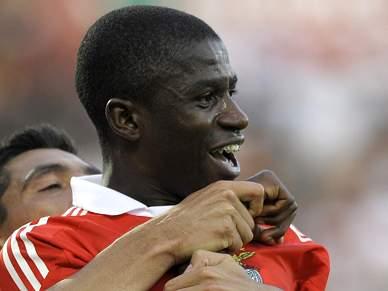 Chelsea anseia por Ramires