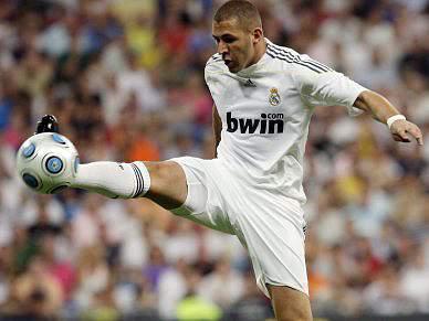 Benzema rejeita propostas do City e Chelsea