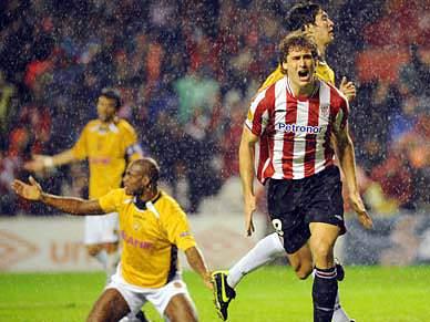 Atlético Bilbau bate Nacional por 2-1