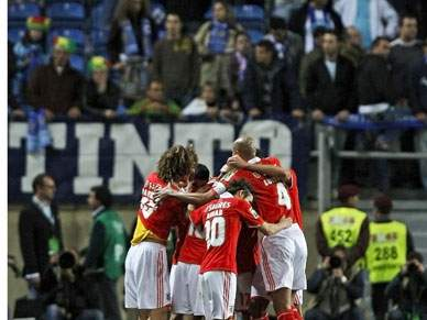 Demasiado Benfica para um FC Porto descontrolado