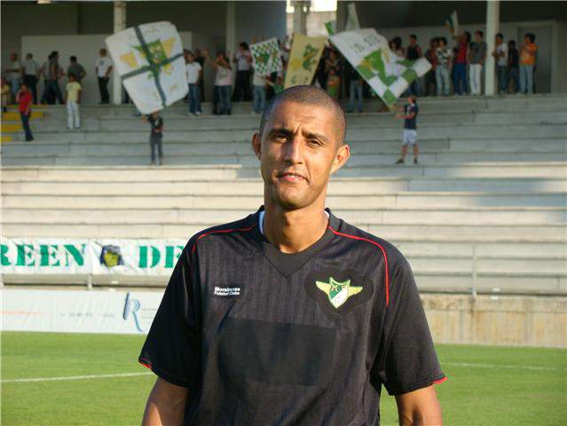 Ricardo Andrade assina por uma época