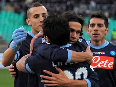 Nápoles vence em Bari e sobe ao segundo posto