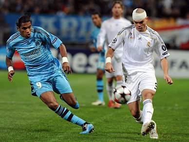 Pepe leva cinco pontos na cabeça