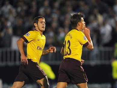 Arsenal vence em Belgrado e fica mais perto do apuramento
