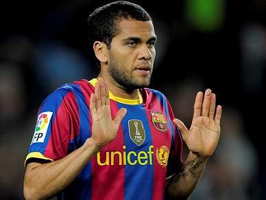 Daniel Alves disputado por Chelsea e Man. City