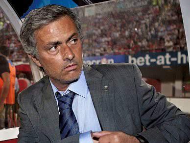 Real de Mourinho arranca com empate