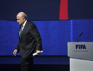 Blatter reeleito para um último mandato de quatro anos