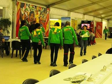 Voluntários revoltam-se contra a organização