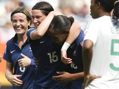 França entra a vencer