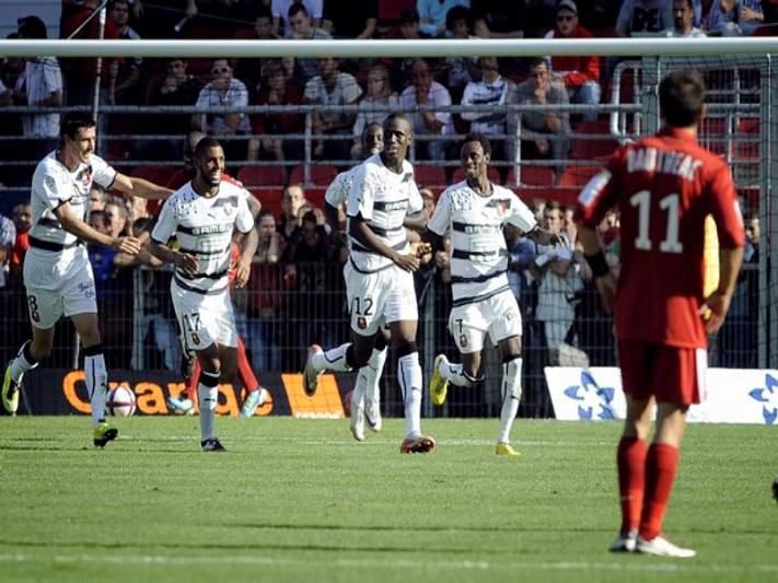 Rennes vence Nice