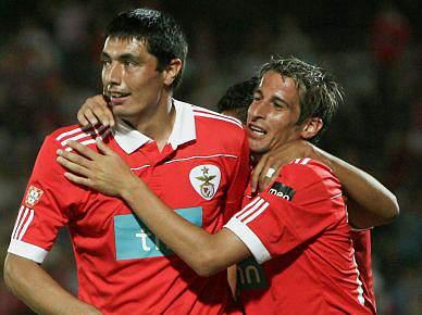 Benfica vence o Aston Villa por 3-0