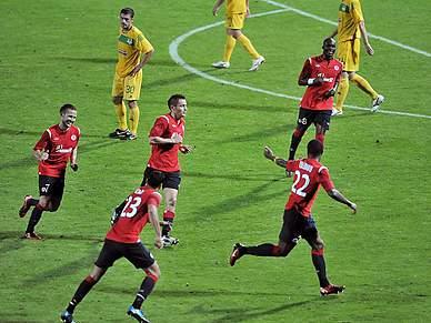 Rozenhal reforça adversário do Sporting