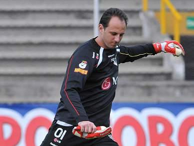 Rogerio Ceni oferece vitória emocionante ao São Paulo