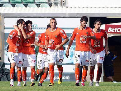 Nélson Oliveira resolve em Portimão