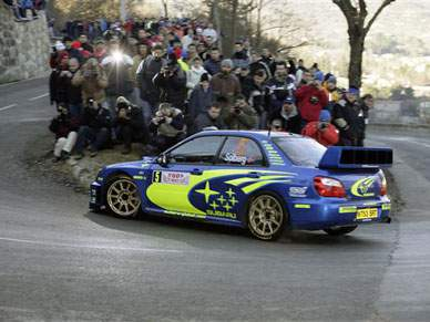 Petter Solberg lidera com pouca vantagem