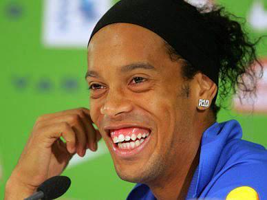 Ronaldinho e Grémio entendem-se, falta